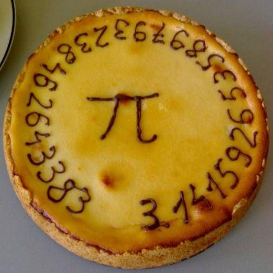 미국에서는 왜 화이트데이날 'π'가 그려진 파이를 먹을가요?