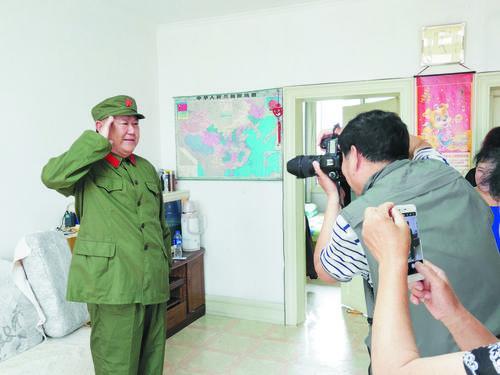 '8.1절 맞이 군복 사진 찍기'활동 펼쳐