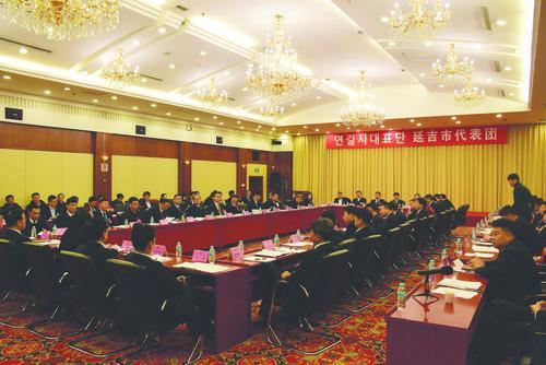 연변조선족자치주 제15기 인민대표대회 제4차 회의에 참가한 연길시대표단 성원들