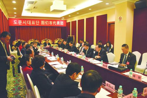 연변조선족자치주 제15기 인민대표대회 제4차 회의에 참가한 도문시대표단 성원들