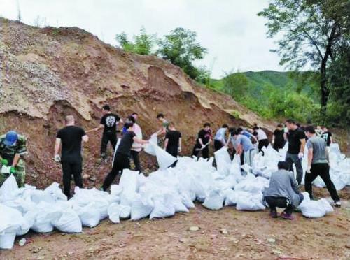도문시주택및도시농촌건설국 홍수방지대처 관련 사업에 만전을 기하다.