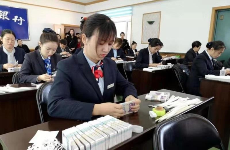 도문시총공회와 중국인민은행 도문시지행이 공동으로 금융계통공회직공직업기능경연을 펼쳐