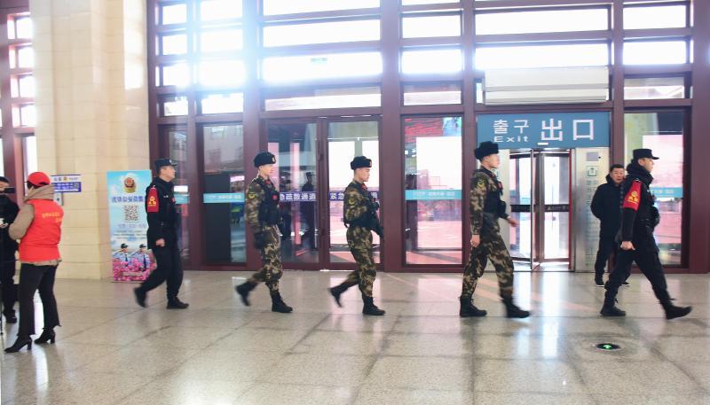 무장경찰부대 전사들 휴식일 반납하고 음력설기간운수안전보장에최선