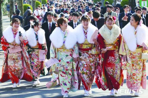 """일본, """"오늘은 성년의 날, 우리의 날"""""""