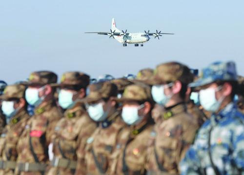 676명의 군대 호북지원 의료진과 일련의 의료물자를 공중수송