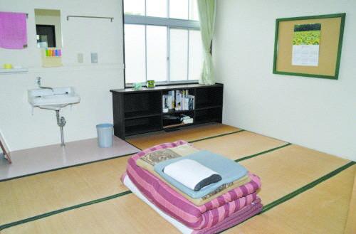 일본, '담장 없는 감옥' 반세기 넘게 운영