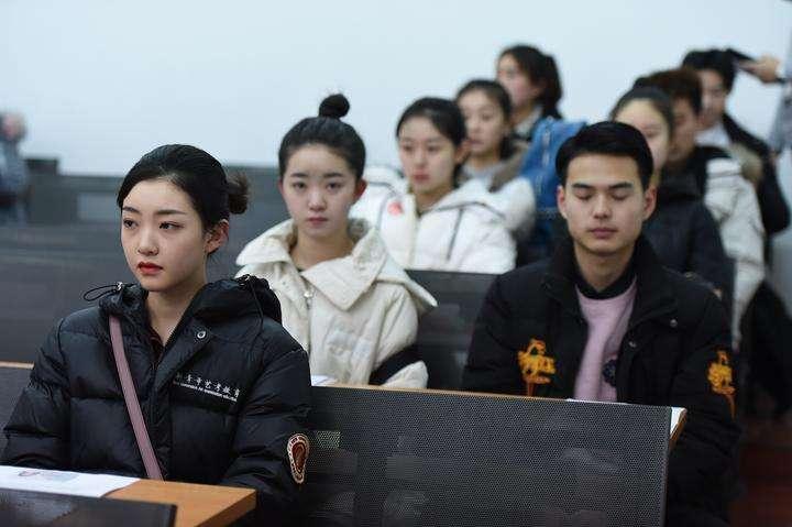 꿈 좇는 청춘 남녀들…중앙희극학원 입학시험 시작