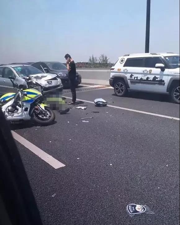 핸드폰이 뭐라고... 근무 중 교통경찰을 사망에 이르게까지...